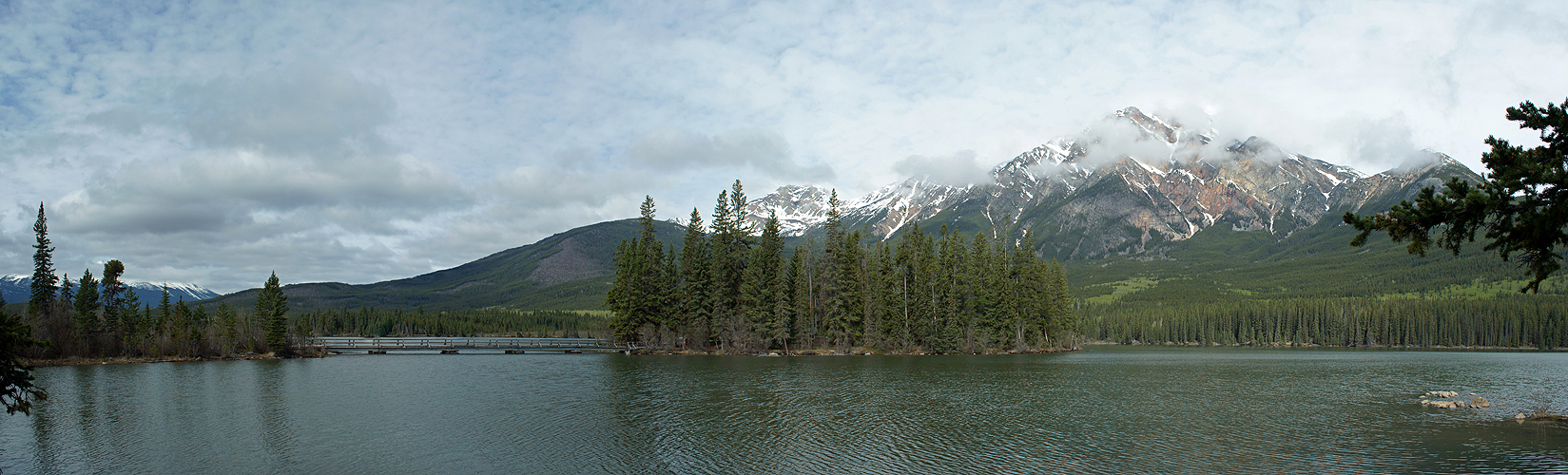 Photo panoramique du lac Pyramide (Jasper)