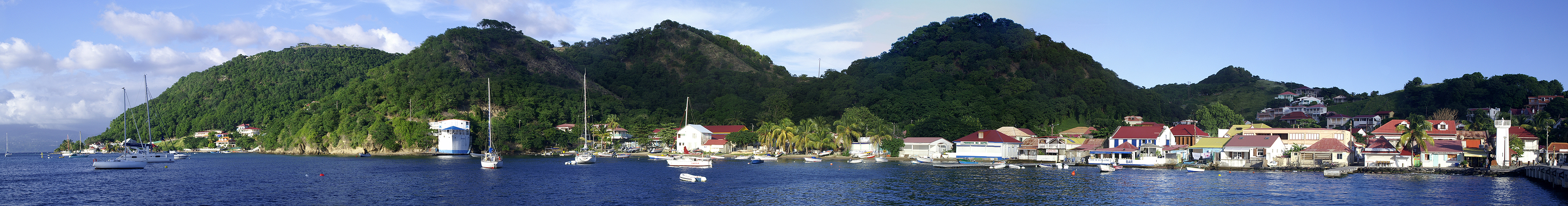 Photo panoramique de la baie des Saintes (moyenne)